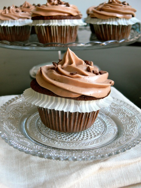cupcakes au nutella et gla age nutella mascarpone pour le nutella day buttercream chantilly. Black Bedroom Furniture Sets. Home Design Ideas